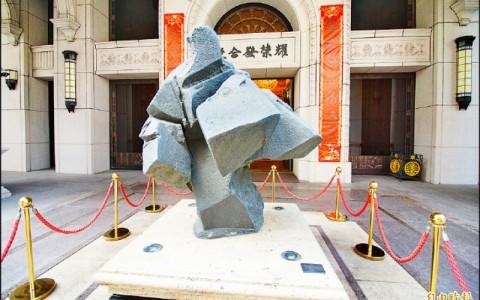 【艺术文化】歌剧院出走惠来里 7期街头与千万雕塑错身