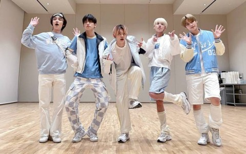 BTS师弟团5月新专辑正面迎战师兄 粉丝傻眼:公司神智不清?